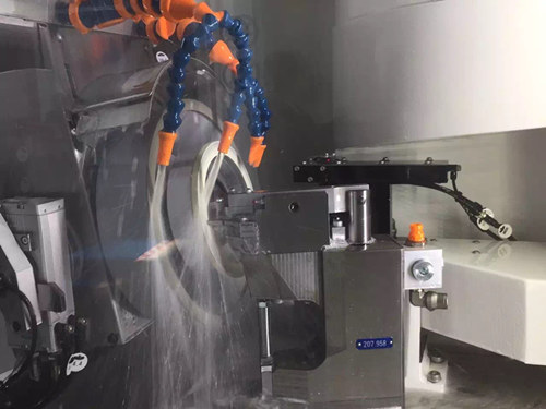 Grinding fluid selection in PCD tools grinding