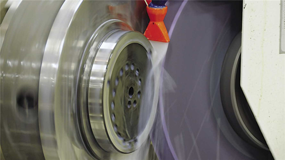 Before the grinding wheel stops rotating, the coolant should be closed,